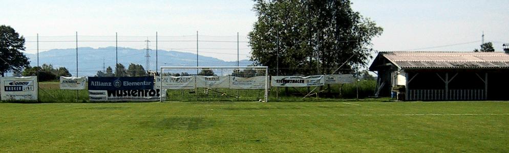 Fußballplatz Rote Erde
